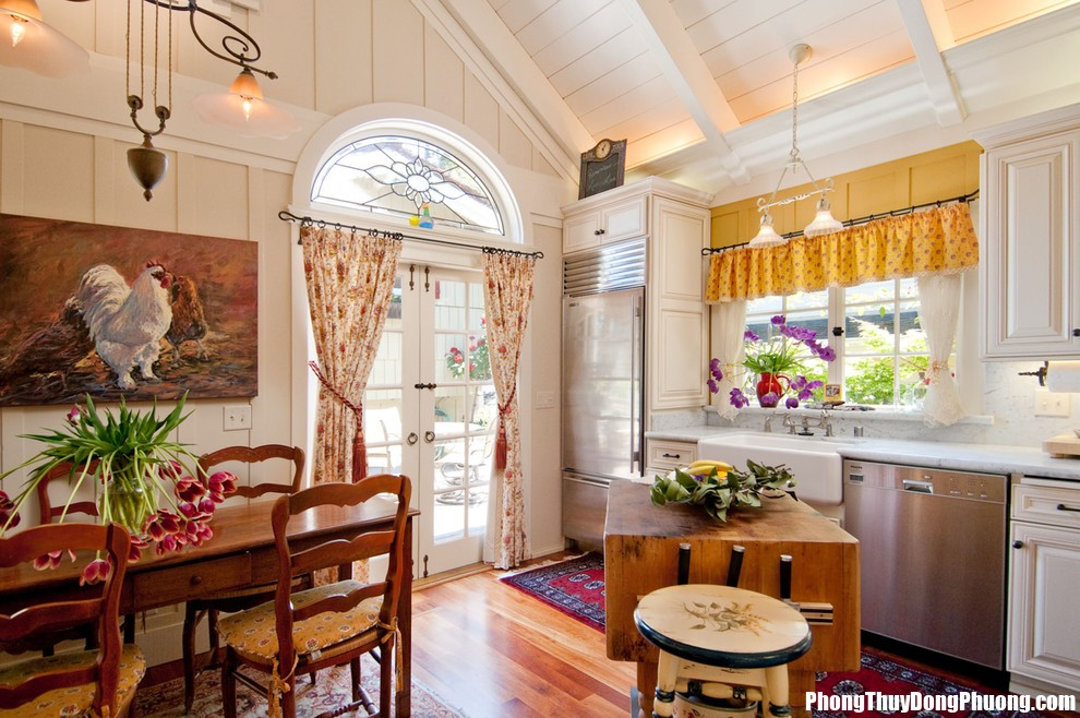 Elegant waverly curtains in Kitchen Farmhouse with Chicken Roost Ladder next to Butcher Block Countertops alongside Kitchen Rug andCountry Kitchen  Cửa với cửa đối diện nhau hóa giải làm sao ?