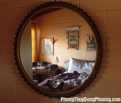 mirror bed2 Treo gương trong phòng ngủ hợp phong thủy