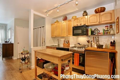 ngaynaythietkebepcanhnhavesinh2 Tránh thiết kế cửa nhà vệ sinh đối diện với cửa nhà bếp