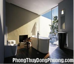 2291 huong1 Nên đặt cửa sổ phòng tắm theo hướng nào ?