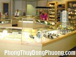 2297 mongngua Nên bố trí đồ vật trong cửa hàng theo hình móng ngựa