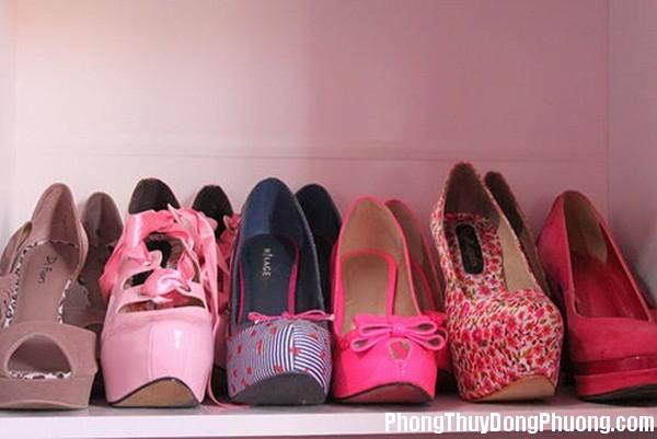 dep Giải mã các bí ẩn giấc mơ thấy những chiếc giày dép