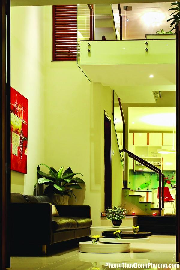 1 1640765046 Phòng khách nhỏ có nên treo tranh lớn ?