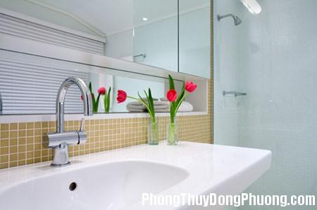 co nen mo cua so cho phong ve sinh4  jpg Có nên thiết kế cửa sổ cho phòng vệ sinh ?