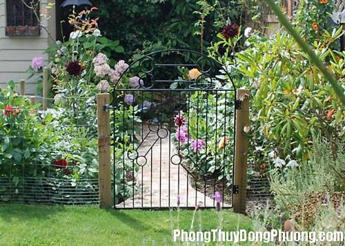cong nha vuon 1 Phong thủy cho cổng nhà vườn