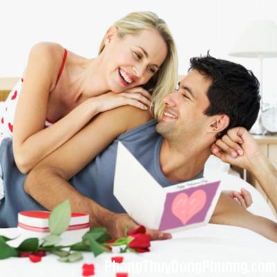 couple on valentines 6cf9 Cách kê giường vợ chồng để hạnh phúc viên mãn
