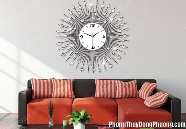 67C nhungcamky 1 Treo đồng hồ trong phòng khách cần lưu ý