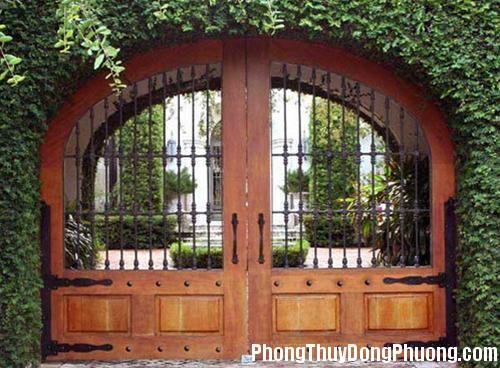 cong nha 1 1336400774 Bố trí phong thủy cho cổng nhà vườn