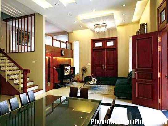 084118baoxaydung image001 14220285711957164 1027c6fd Nhà có cửa chính đối diện với cầu thang cần có biện pháp hóa giải