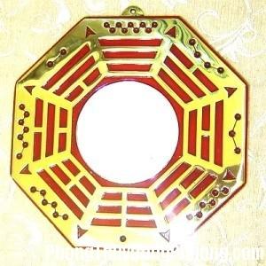 treo guong bat quai trong can ho 3 1465972766 Những lưu ý phong thủy khi bố trí gương bát quái trong nhà ở