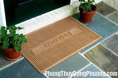 20151225014815476 Cách sử dụng thảm nhằm hóa giải tà khí ở cửa chính