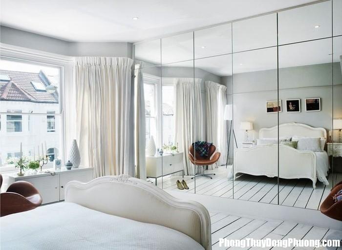 16925cb95592adf4ce1ce9d8b30f111a mirrored bedroom mirrored wardrobe 155923174 Treo gương sai cách hút vận xấu vào nhà