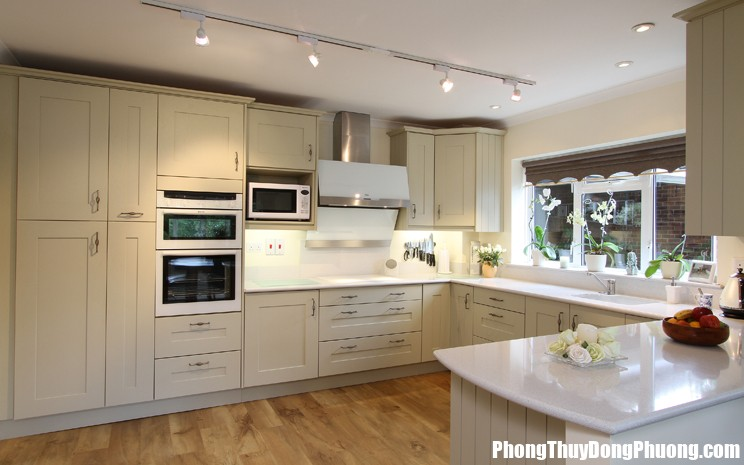 BP8551 744x465 Treo gương trong bếp sao cho đúng ?