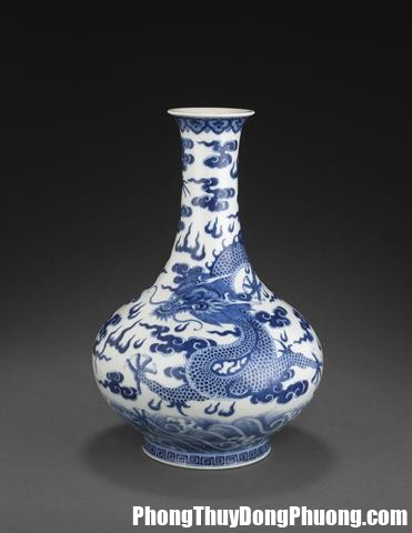 a blue and white bottle vase with dragons and clouds jiaqing mark late qing dynasty Cách bày bình cổ mang lại vận may cho nhà ở